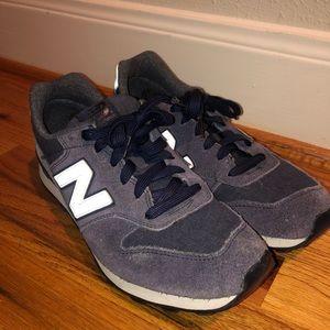 New Balance 696 Shoes